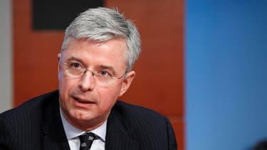Le Français Hubert Joly va devoir clarifier la stratégie d'un groupe miné par les problèmes de gouvernance.