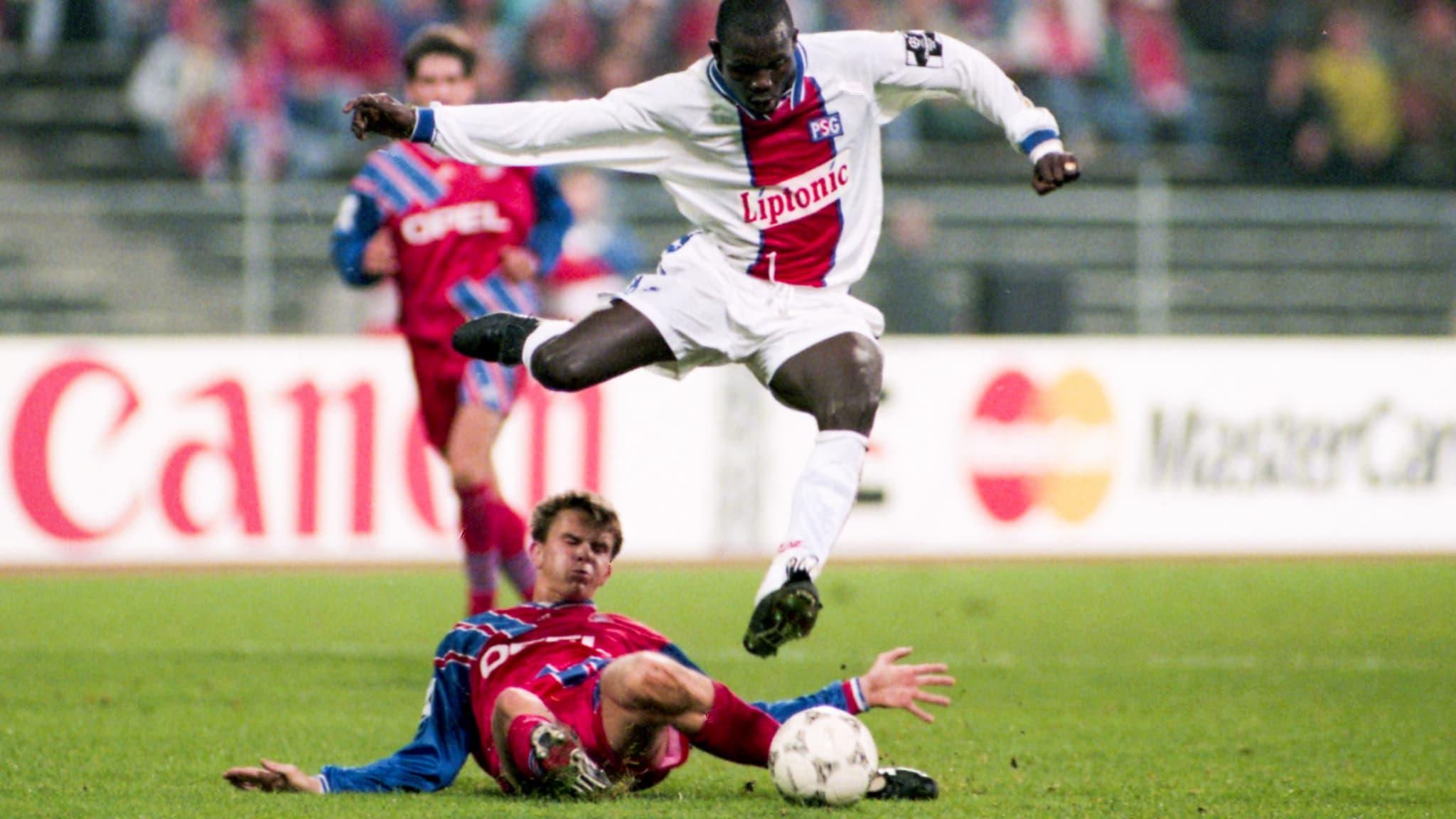 https://images.bfmtv.com/zn2iinTwFwBddcKrrl5FgqVsJyA=/0x85:2048x1237/images/George-Weah-face-au-Bayern-Munich-en-1994-1001014.jpg