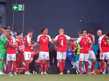 Les joueurs danois après le malaise d'Eriksen