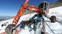 Les travaux de pompage ont débuté mercredi dans le massif du Mont Blanc pour éliminer une poche d'eau glaciaire de 65.000 m3 menaçant d'inonder la vallée de Saint-Gervais. Le chantier, installé à 3.200 mètres d'altitude sur le glacier de Tête-Rousse, devr