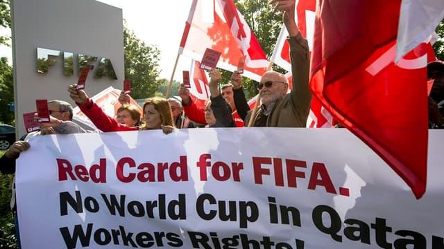 Des syndicalistes manifestent devant le siège de la FIFA