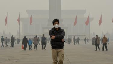 Un touriste chinois sur la place Tiananmen à Pékin, le 26 férier 2014.