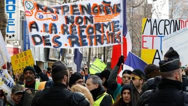 Des opposants à la réforme des retraites dans la rue à Paris, samedi 4 janvier 2020