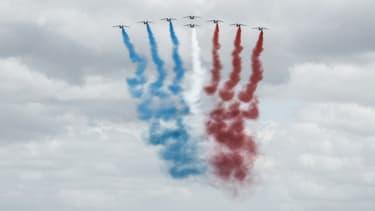 La Patrouille de France survole Vierville-sur-Mer, le 6 juin 2020, lors des cérémonies du 76e anniversaire du Débarquement de Normandie