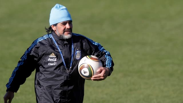 Diego Maradona en profite pour tacler Michel Platini et Pele