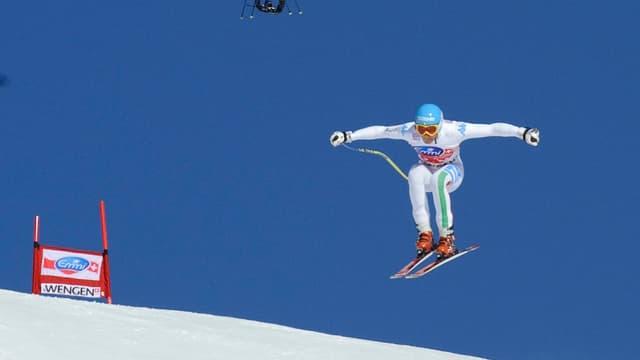 Un drone derrière un skieur lors de la descente de Wengen (Suisse) en 2012