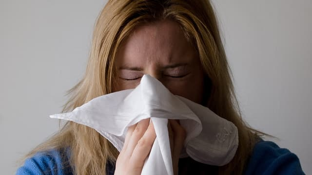 Un employeur n'a pas à prévenir un salarié maladie qu'il va effectuer une visite de contrôle.