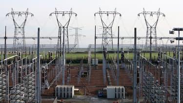 Parmi les pistes envisagées, RTE pourrait interrompre matin et soir l'approvisionnement de 21 sites très consommateurs de courant.
