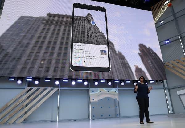 Pointer la caméra sur un bâtiment permettra d'afficher la fiche Google avec les avis et les notes des utilisateurs