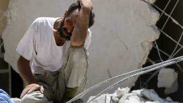 Pour le médécin Raphaël Pitti, une substance mortelle aurait été ajoutée au chlore lors de l'attaque chimique présumée samedi en Syrie.