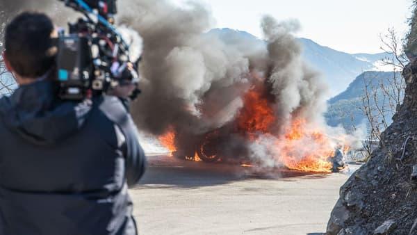 Sous ces énormes flammes, pas une Tesla ou une voiture électrique mais une nouvelle Alpine A110.