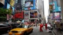 Les enquêteurs américains rassemblent les indices lundi pour tenter de trouver les responsables de l'attentat à la voiture piégée déjoué samedi soir dans le secteur new-yorkais de Times Square. /Photo prise le 2 mai 2010/REUTERS/Chip East