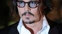 """Johnny Depp a beau adorer la France, où il a l'impression de pouvoir croiser """"Baudelaire au coin de la rue"""", l'acteur américain se bat encore avec sa conjugaison, malgré douze ans de vie commune avec la chanteuse Vanessa Paradis. /Photo prise le 25 févrie"""
