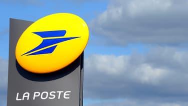 La réforme du permis de conduire, inscrite dans la loi Macron, permet aux centres postaux d'accueillir dans leurs locaux les candidats à l'examen du code de la route.